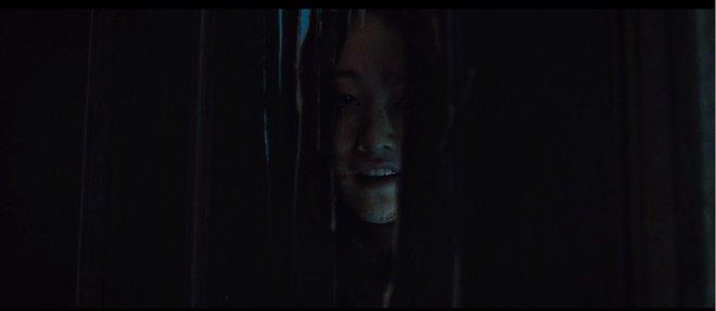 The Call so với bản năm 2011: Ác nữ bản gốc không thèm lộ diện, thay đổi đáng sợ nhất chính là twist khủng cuối phim - ảnh 20