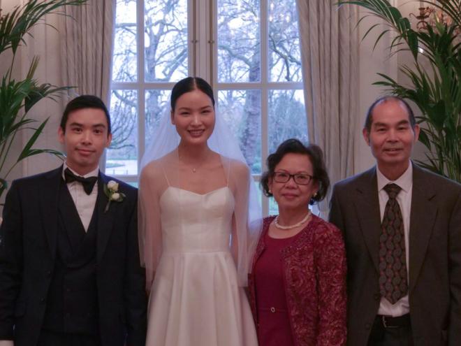 Á quân Next Top Chà Mi bất ngờ tung ảnh cưới tại Anh Quốc: Nàng mẫu diện váy cưới giản dị, đầy rạng rỡ bên bạn trai gốc Hoa - Ảnh 2.