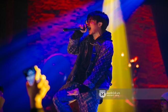 MCK - Tlinh rủ rê chiến hữu trong gang quẩy banh đêm nhạc, Obito và WEAN lần đầu khoe track mới với khán giả Hà Thành - ảnh 2