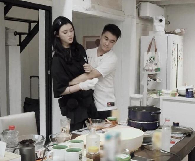 Loạt thị phi của hai vợ chồng Ming Xi khi đi show: Khoe tình cảm giả trân, kìm kẹp thái quá, giờ tiết lộ cả bí mật gia đình - ảnh 1