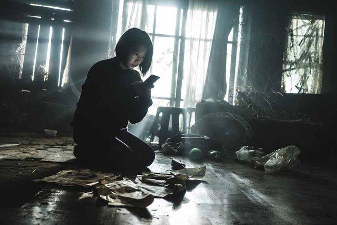 The Call so với bản năm 2011: Ác nữ bản gốc không thèm lộ diện, thay đổi đáng sợ nhất chính là twist khủng cuối phim - ảnh 8