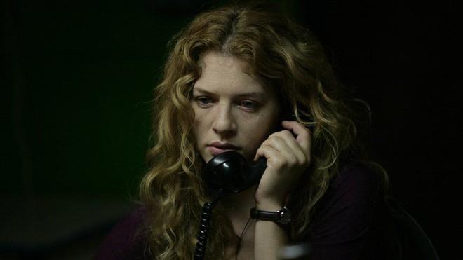 The Call so với bản năm 2011: Ác nữ bản gốc không thèm lộ diện, thay đổi đáng sợ nhất chính là twist khủng cuối phim - ảnh 3