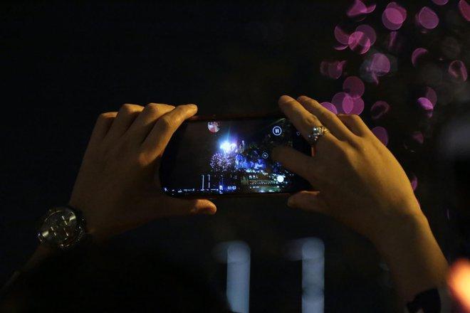 Pháo hoa đã rực sáng bầu trời cả nước, chúc mừng năm mới 2021 - Ảnh 11.