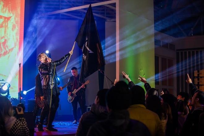 Sinh viên Kiến trúc cháy cùng rock Hà Nội giữa trời băng giá - Ảnh 7.