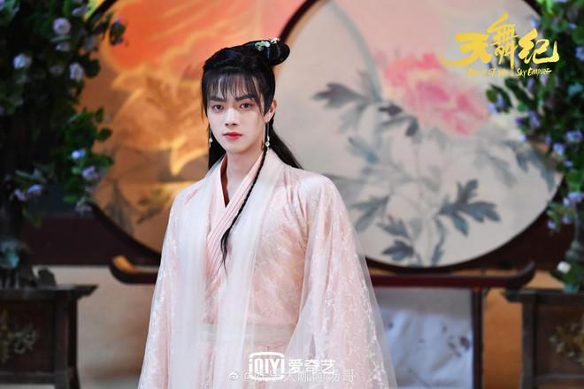 5 màn giả gái xinh xỉu ở màn ảnh châu Á: Chàng Nokdu đẹp ngất ngây cũng chưa xuất sắc bằng Ngô Kiến Huy! - Ảnh 8.