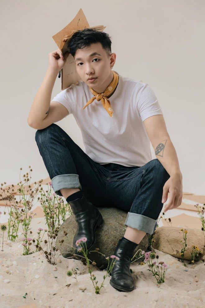 """Hoàng Dũng 2020: Phủ sóng Vpop với Nàng Thơ, tung album đầu tay, kết hợp AMEE """"oanh tạc"""" top trending! - Ảnh 2."""