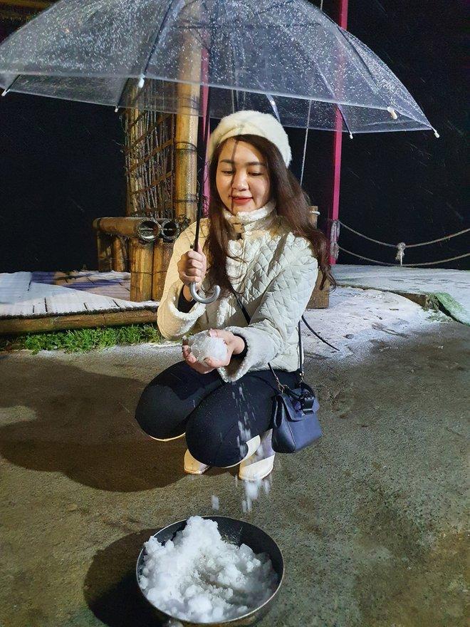 Du khách share loạt ảnh và clip Sa Pa có tuyết rơi, từ sáng sớm nay đã trắng trời - Ảnh 3.