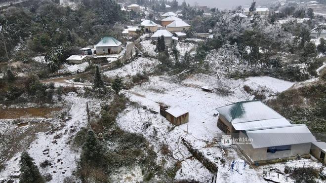 Tuyết rơi trắng xóa vùng núi phía Bắc, 132 trường học ở Lai Châu cho học sinh nghỉ học - Ảnh 2.