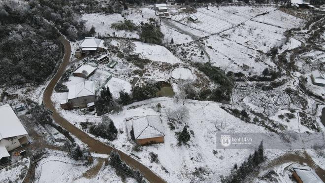 Tuyết rơi trắng xóa vùng núi phía Bắc, 132 trường học ở Lai Châu cho học sinh nghỉ học - Ảnh 3.