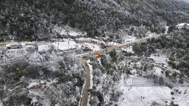 Tuyết rơi trắng xóa vùng núi phía Bắc, 132 trường học ở Lai Châu cho học sinh nghỉ học - Ảnh 4.