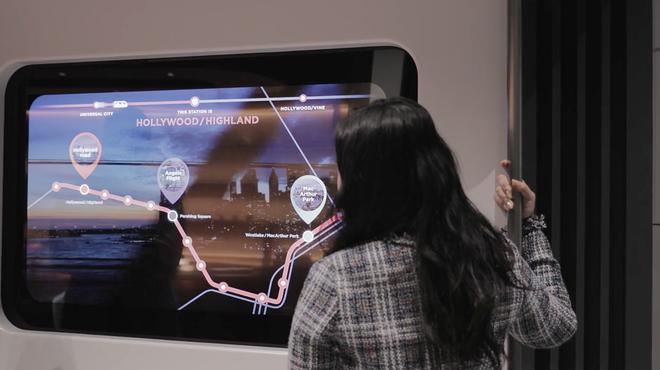 LG ra mắt concept TV màn hình cuộn trong suốt ngay trên giường, sản phẩm dành cho người chơi hệ có tiền - ảnh 1