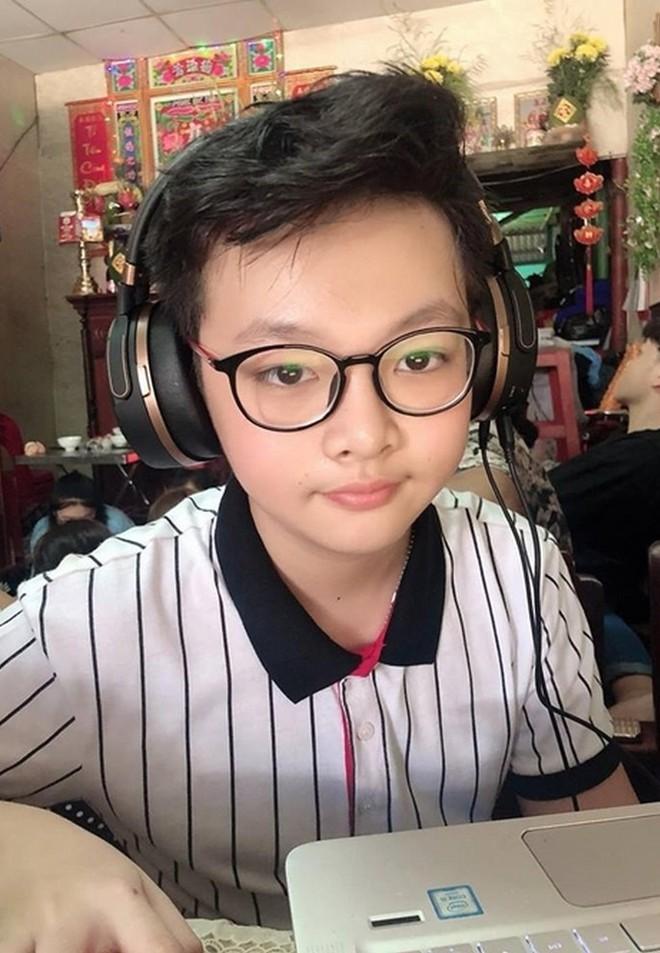 """Con trai nữ chính Tuyết Nhiệt Đới mới 14 tuổi đã cao 1m80, đứng cạnh mẹ """"sừng sững"""" như nam thần! - ảnh 3"""