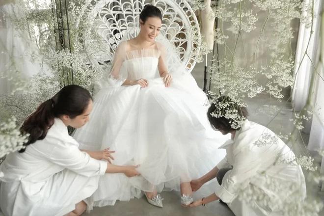 2 cặp đôi siêu hot của Vbiz: Cường Đô La - Thu Trang đơn giản nhưng vẫn xịn xò , Hà Hồ - Kim Lý lên đồ thế nào mà hút fan vậy? - ảnh 11