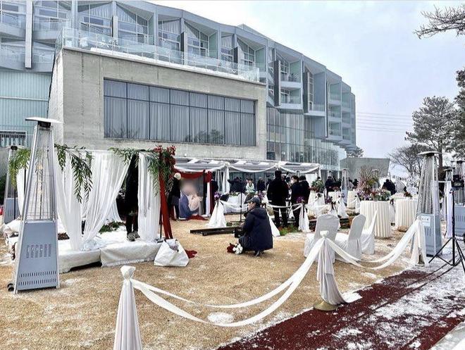Lộ hậu trường Penthouse 2, nhìn qua là biết đám cưới của ác nữ và trùm ác ma rồi! - ảnh 1
