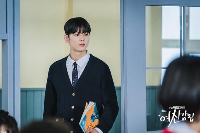 """Cha Eun Woo bị dìm tơi tả vì loạt trang phục """"ông chú U40"""" ở True Beauty, dân tình khóc thét gọi hồn stylist - Ảnh 8."""