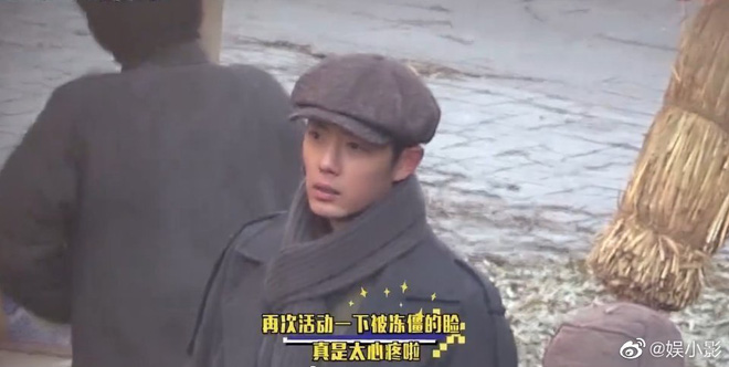 Tiêu Chiến hóa anh hàng xóm quấn 7749 lớp áo ở hậu trường phim mới, không lẽ anh đẹp cũng hóng gió lạnh Sài Gòn? - ảnh 5