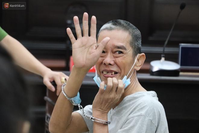 """Chùm ảnh: Nữ bị cáo Lê Hương Giang bật khóc nức nở, """"ông tr.ùm m.a t.úy"""" Văn Kính Dương cùng người tình tươi cười rời tòa - Ảnh 8."""