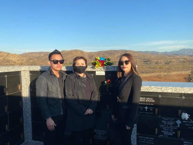 Nghệ sĩ Hoài Linh chưa thể bay qua Mỹ, con trai thay mặt đến viếng cố NS Chí Tài - ảnh 3