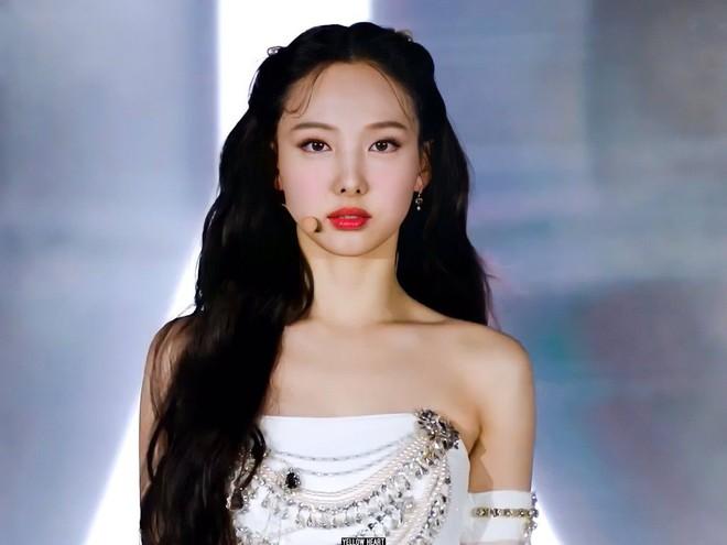 Khi sao nữ Hàn buộc tóc nửa đầu: Irene xinh như tiên tử, Taeyeon được khen giống hệt công chúa Elsa - ảnh 7