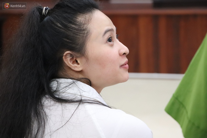 """Chùm ảnh: Nữ bị cáo Lê Hương Giang bật khóc nức nở, """"ông tr.ùm m.a t.úy"""" Văn Kính Dương cùng người tình tươi cười rời tòa - Ảnh 6."""