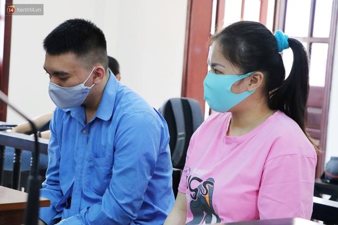 Nữ bị cáo lạnh lùng khai đốt nhựa nhỏ vào người, lấy dây xích sắt tra tấn thai phụ 18 tuổi đến sảy thai - ảnh 7