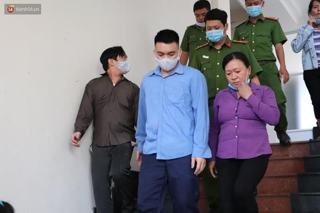 Nữ bị cáo lạnh lùng khai đốt nhựa nhỏ vào người, lấy dây xích sắt tra tấn thai phụ 18 tuổi đến sảy thai - ảnh 16