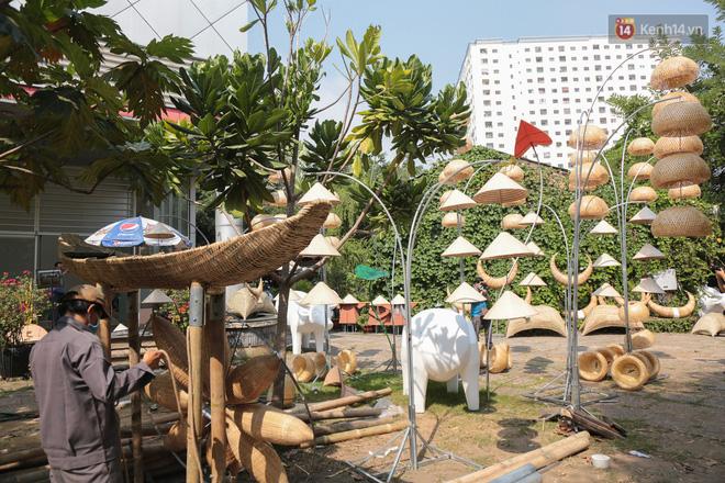 Ảnh: Cận cảnh đàn trâu đồng quê Việt Nam chuẩn bị ra đường hoa Nguyễn Huệ đón Tết Tân Sửu 2021 - ảnh 18