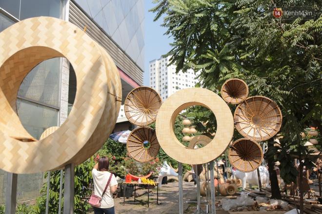 Ảnh: Cận cảnh đàn trâu đồng quê Việt Nam chuẩn bị ra đường hoa Nguyễn Huệ đón Tết Tân Sửu 2021 - ảnh 19