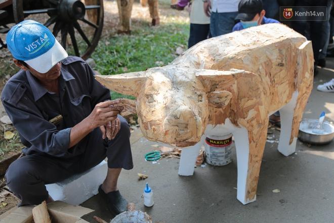Ảnh: Cận cảnh đàn trâu đồng quê Việt Nam chuẩn bị ra đường hoa Nguyễn Huệ đón Tết Tân Sửu 2021 - ảnh 21