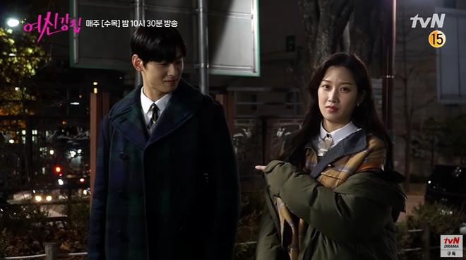 Bad boy Hwang In Yeop ngại ngùng thấy cưng khi đè ngửa ôm ấp Moon Ga Young ở hậu trường True Beauty - ảnh 2