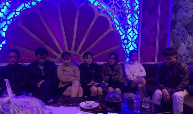Bắt 4 cô gái phê ma túy cùng 3 nam thanh niên trong quán karaoke - ảnh 1