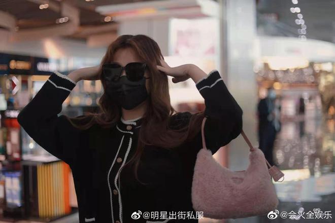 Bức ảnh thị phi nhất Weibo hôm nay: Khiến fan Triệu Lộ Tư và Ngu Thư Hân khẩu chiến dữ dội, Cnet cũng phải bó tay - ảnh 6