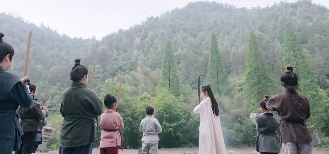Hữu Phỉ TẬP CUỐI: Triệu Lệ Dĩnh - Vương Nhất Bác hôn nhau dưới mưa hoa hồng, phim khép lại êm đẹp mà lẳng lặng - ảnh 8