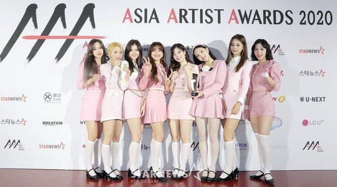 4 nhóm nữ nhà JYP đều mê diện váy ngắn nhưng style khác biệt hoàn toàn: Twice mê thanh lịch, đến ITZY lại chuộng cá tính - ảnh 4