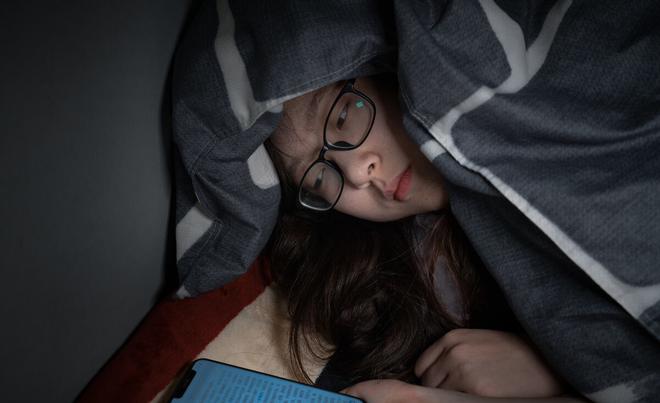4 việc phụ nữ làm trước khi đi ngủ có thể đẩy nhanh quá trình lão hóa của cơ thể nhưng nhiều người không biết - ảnh 1