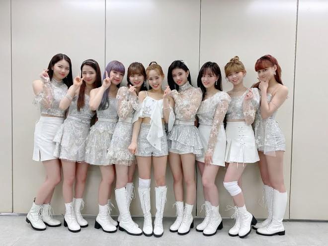4 nhóm nữ nhà JYP đều mê diện váy ngắn nhưng style khác biệt hoàn toàn: Twice mê thanh lịch, đến ITZY lại chuộng cá tính - ảnh 13