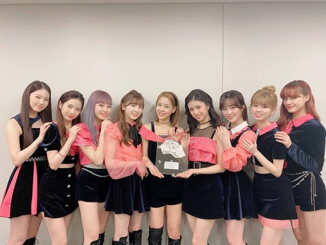 4 nhóm nữ nhà JYP đều mê diện váy ngắn nhưng style khác biệt hoàn toàn: Twice mê thanh lịch, đến ITZY lại chuộng cá tính - ảnh 14