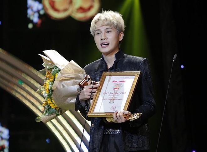 Bị hỏi vượt qua đàn anh Noo Phước Thịnh, Soobin Hoàng Sơn để giành giải Nam ca sĩ được yêu thích nhất, Jack đáp trả cực khéo! - ảnh 1