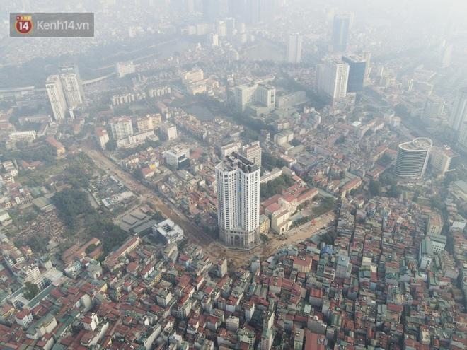 Công trình ngổn ngang tại con đường dài 1,3km treo gần 20 năm giữa Thủ đô khiến người dân khó chịu khi đi qua - Ảnh 1.