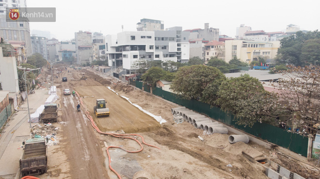 Công trình ngổn ngang tại con đường dài 1,3km treo gần 20 năm giữa Thủ đô khiến người dân khó chịu khi đi qua - Ảnh 4.