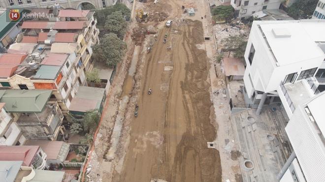 Công trình ngổn ngang tại con đường dài 1,3km treo gần 20 năm giữa Thủ đô khiến người dân khó chịu khi đi qua - Ảnh 5.