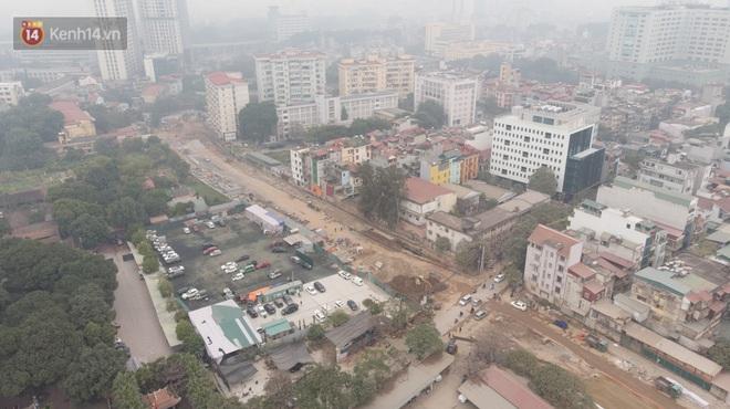 Công trình ngổn ngang tại con đường dài 1,3km treo gần 20 năm giữa Thủ đô khiến người dân khó chịu khi đi qua - Ảnh 2.