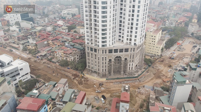 Công trình ngổn ngang tại con đường dài 1,3km treo gần 20 năm giữa Thủ đô khiến người dân khó chịu khi đi qua - Ảnh 3.