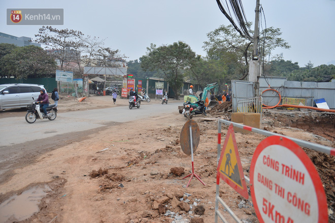 Công trình ngổn ngang tại con đường dài 1,3km treo gần 20 năm giữa Thủ đô khiến người dân khó chịu khi đi qua - Ảnh 15.