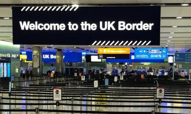 Lo ngại Covid-19, Anh siết chặt kiểm soát biên giới và đóng cửa hành lang du lịch - ảnh 1