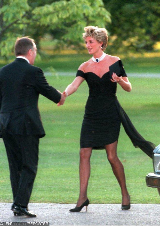 7 lý do khiến Diana dù là một Công nương nổi loạn nhưng lại là nhân vật được yêu mến nhất Hoàng gia Anh - ảnh 11