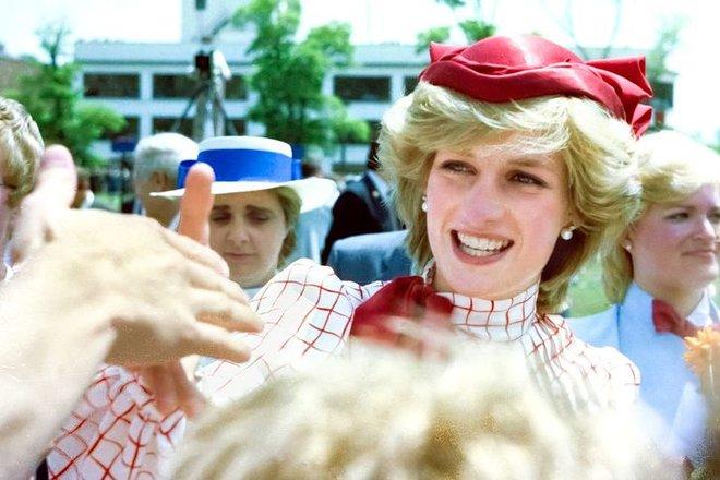 7 lý do khiến Diana dù là một Công nương nổi loạn nhưng lại là nhân vật được yêu mến nhất Hoàng gia Anh - ảnh 12