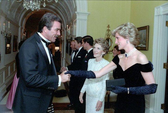 7 lý do khiến Diana dù là một Công nương nổi loạn nhưng lại là nhân vật được yêu mến nhất Hoàng gia Anh - ảnh 14