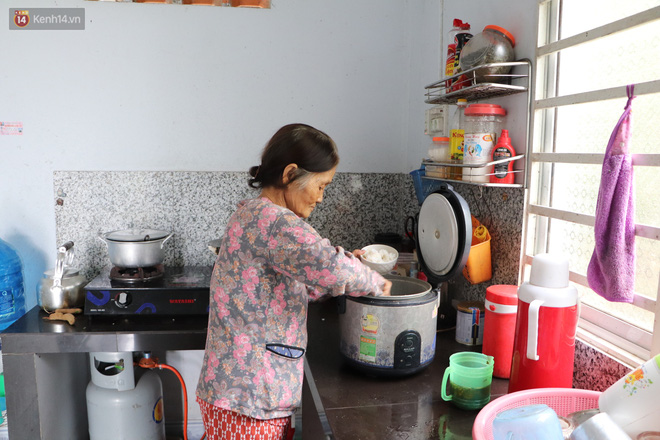 Xót cảnh cụ bà chăm chồng lở loét khắp người, muốn đưa đi viện nhưng không đủ chi phí: Ổng chỉ mong chết đi cho bà bớt khổ - ảnh 11