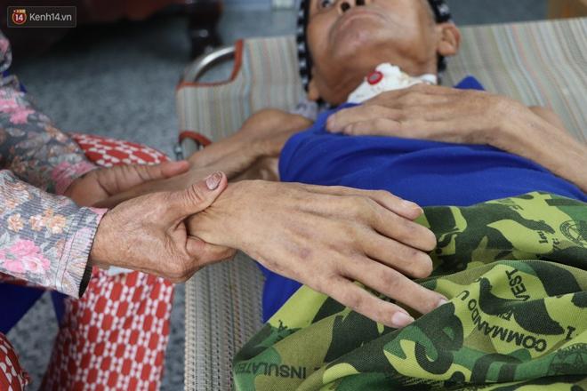 Xót cảnh cụ bà chăm chồng lở loét khắp người, muốn đưa đi viện nhưng không đủ chi phí: Ổng chỉ mong chết đi cho bà bớt khổ - Ảnh 9.